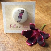 Belle schultert Boo  Button