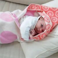 Juwel Babydecke  mit Kapuze und Blumen