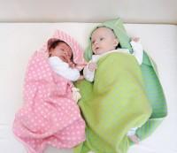 Juwel Puck-Babydecke  mit Kapuze und Punkten