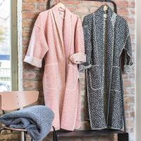 SILVRETTA Kimono  aus Baumwollfleece Pünktchen S/M Rouge
